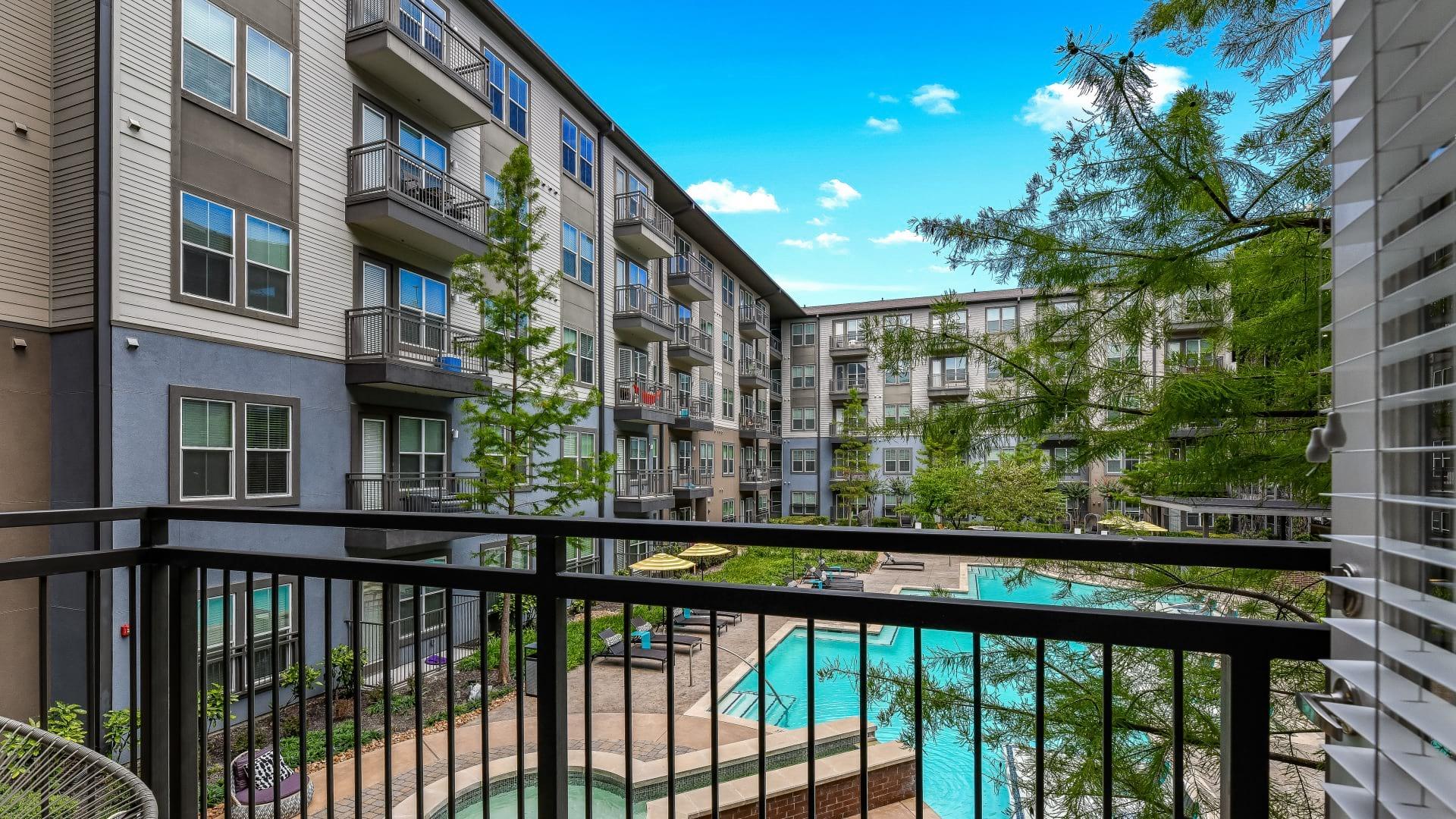 Oak Lawn Apartment