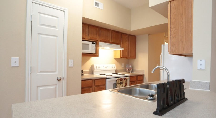 Spacious Apartment Kitchen at The Boulevard at Deer Park