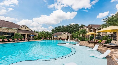 Apartments with a Saltwater Pool at Cortland North Haven