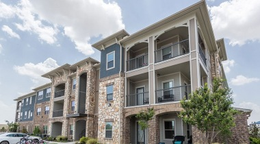 Apartments in Fort Worth with personal patios and balconies