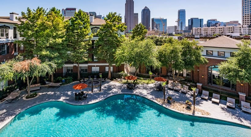 Deep Ellum apartments with swimming pool