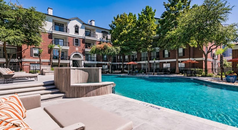 Dallas apartments with resort-style pool