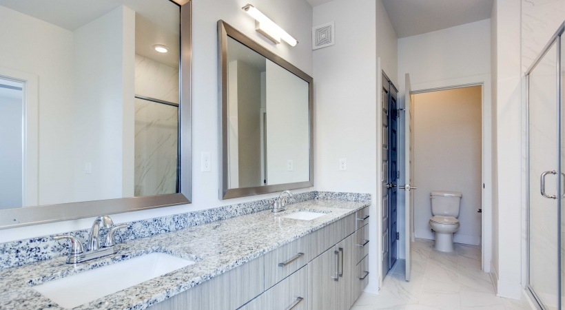 Bathroom with granite countertops at our luxury apartments in Broomfield