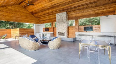 Outdoor Lounge and Fireplace