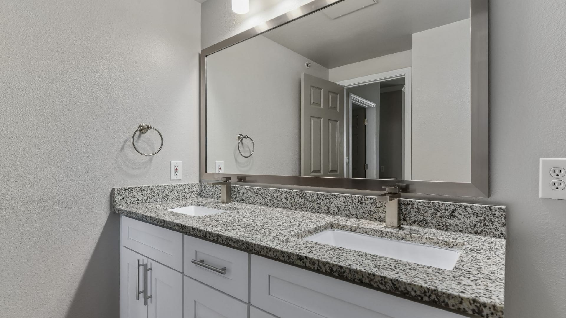 Spacious 1 bedroom apartments for rent in Euless, TX