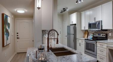 Apartment Kitchen at Cortland Fossil Creek