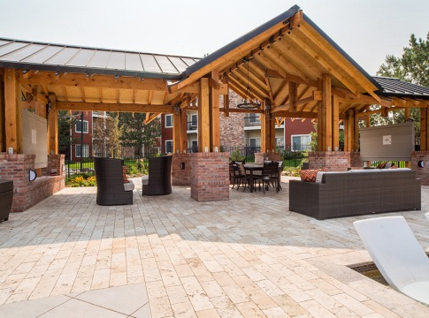 Outdoor Kitchen with Gas Grills