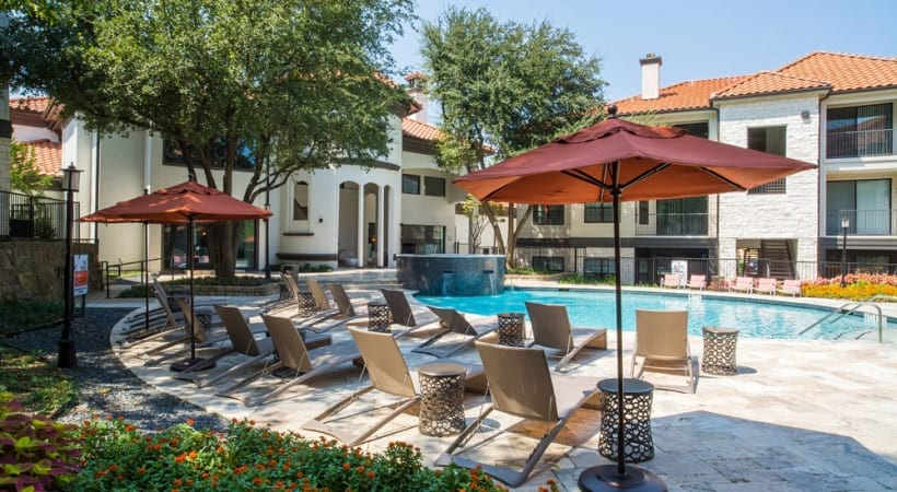 Irving apartment with swimming pool