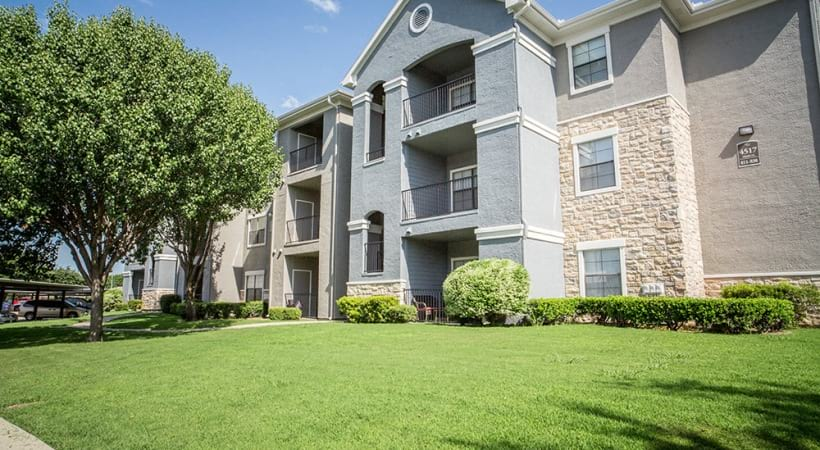 Apartments in Fort Worth with personal balconies