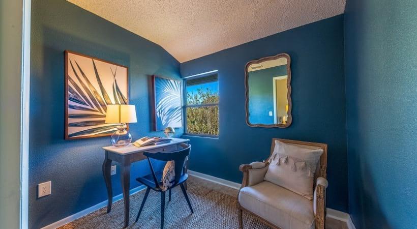 Apartment with Office / Bonus Room