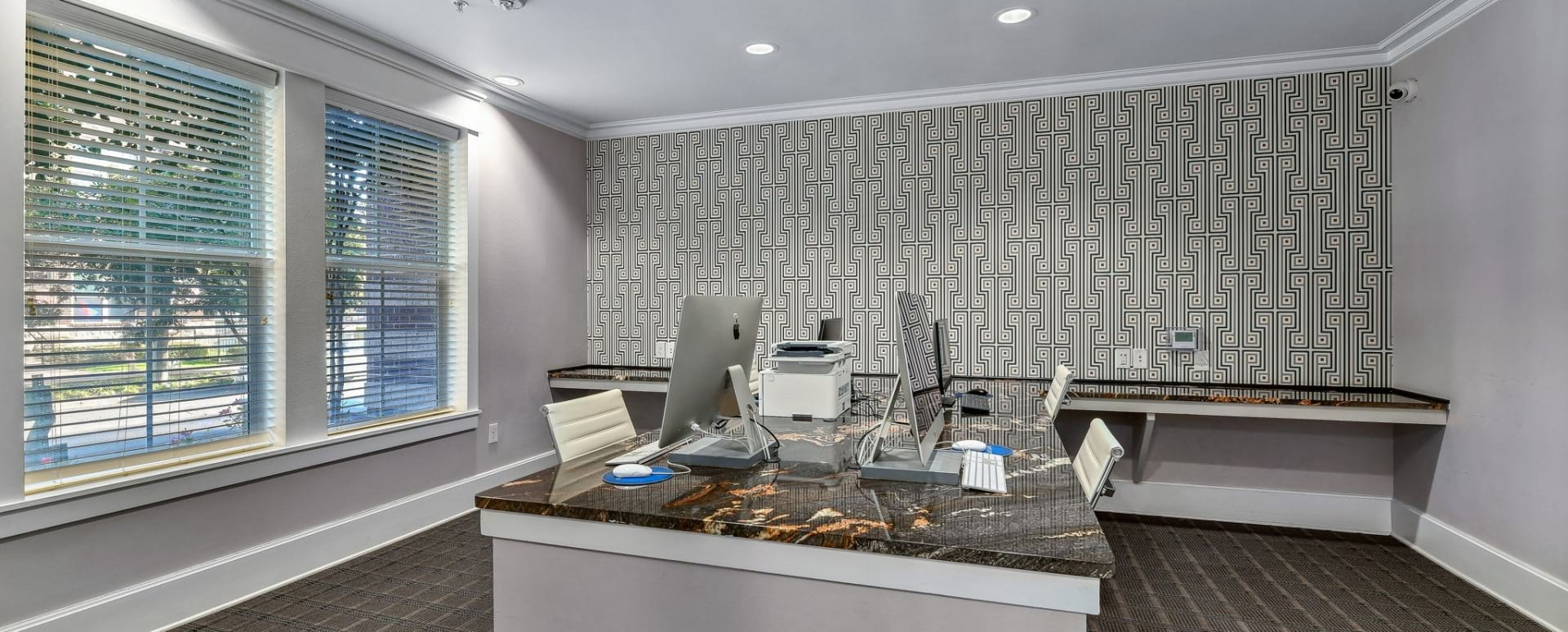 Oak Lawn apartments with business center