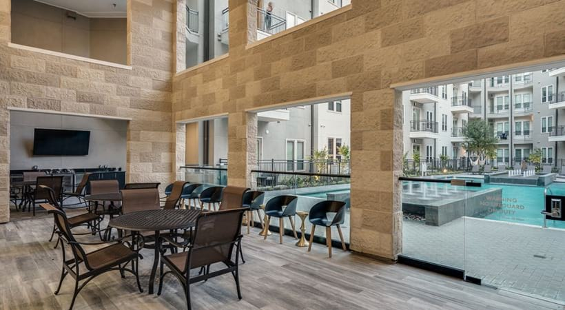 Resident lounge at Las Colinas, Irving apartments