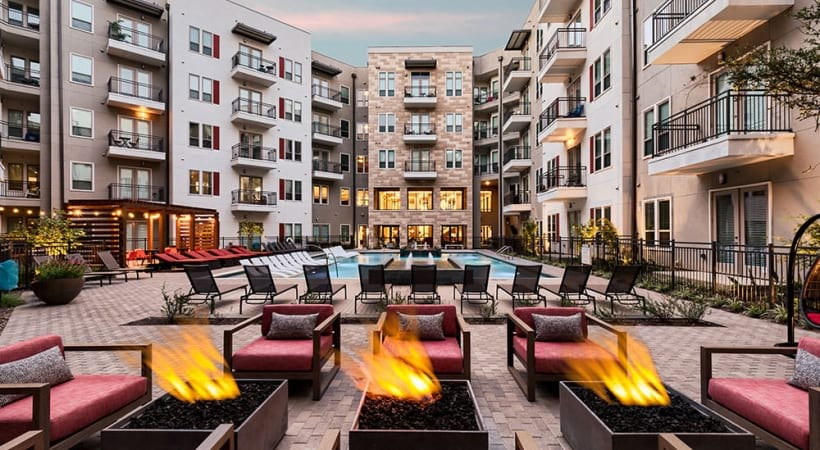Outdoor fire pits and resort style pool at Cortland Las Colinas