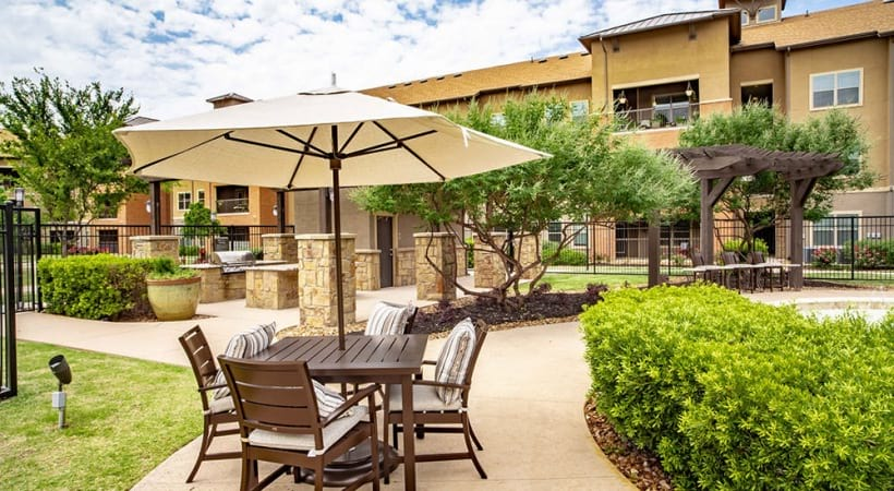 Outdoor patio furniture and barbecue grills at our senior apartments in Grand Prairie