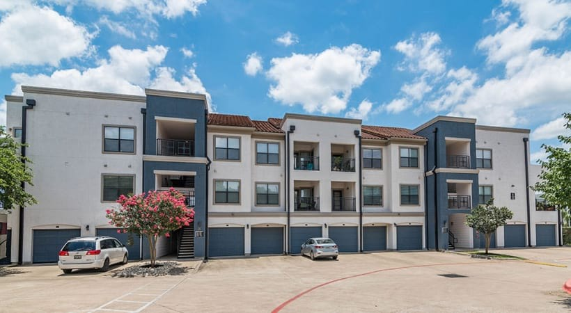 Our Lake Travis apartments with garages