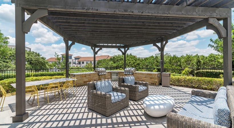 Outdoor kitchen with lounge area at our Lake Travis apartments