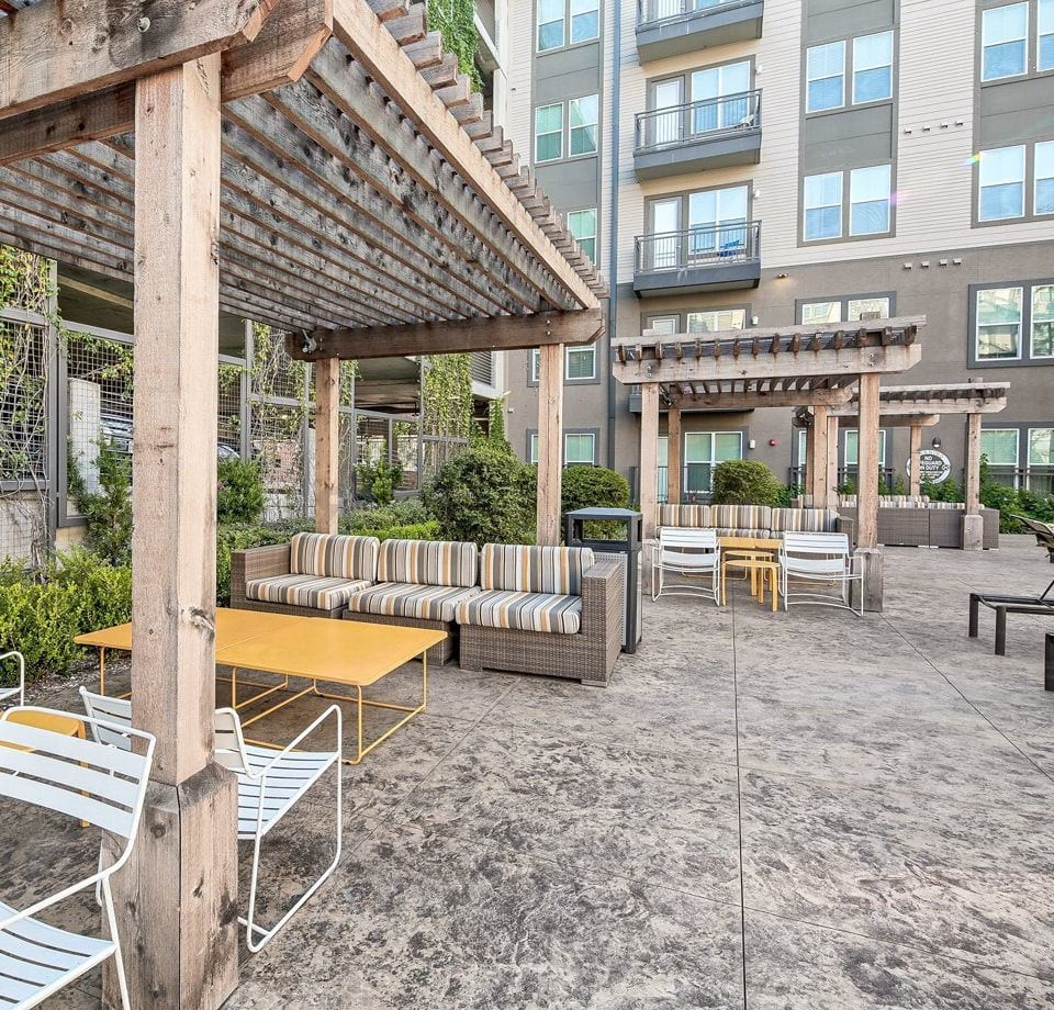 Town Center By Cortland: Charming Apartments In Dallas, TX