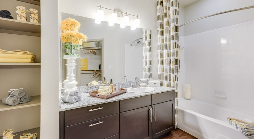 Deep-Soaking, Garden-Style Bathtubs