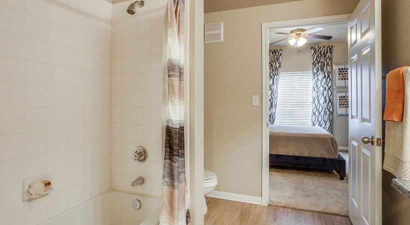Deep-Soaking Bathtubs
