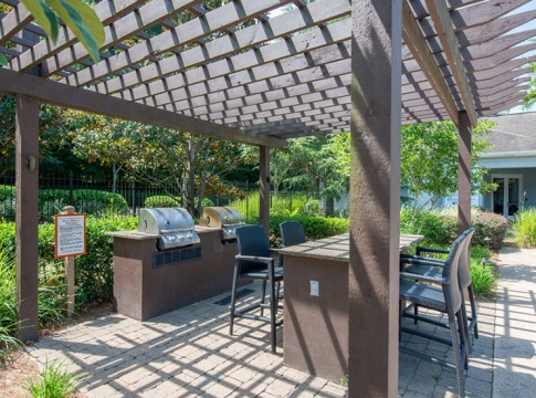 Outdoor Kitchen with Gas Grills at Cortland Duluth