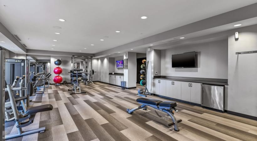 Fitness center at apartments for rent in Oak Lawn