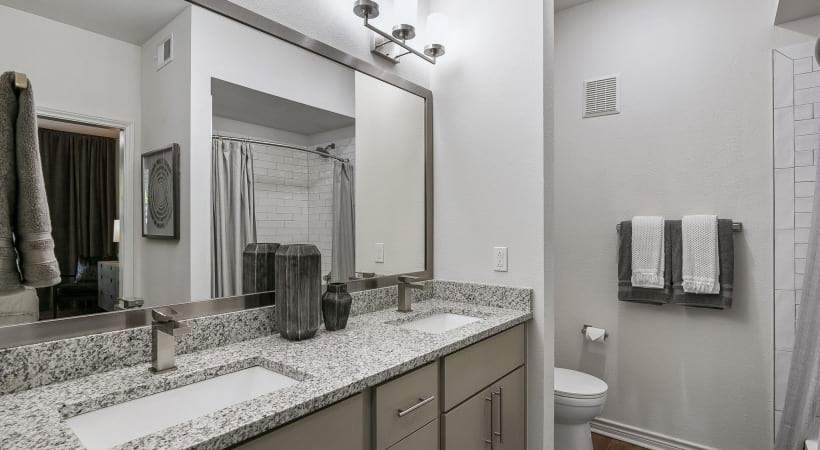 Spacious bathroom at our apartments in CityLine Richardson