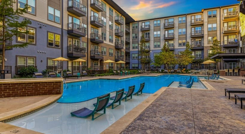 Oak Lawn apartments with swimming pool