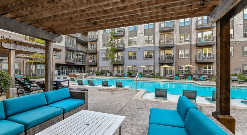 Poolside lounge at apartments for rent in Dallas