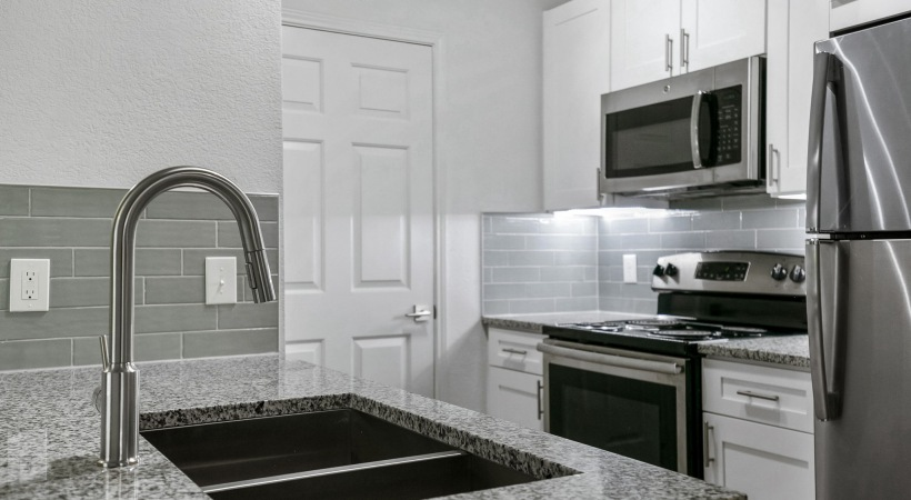 Arbor Hills apartments with stainless steel appliances