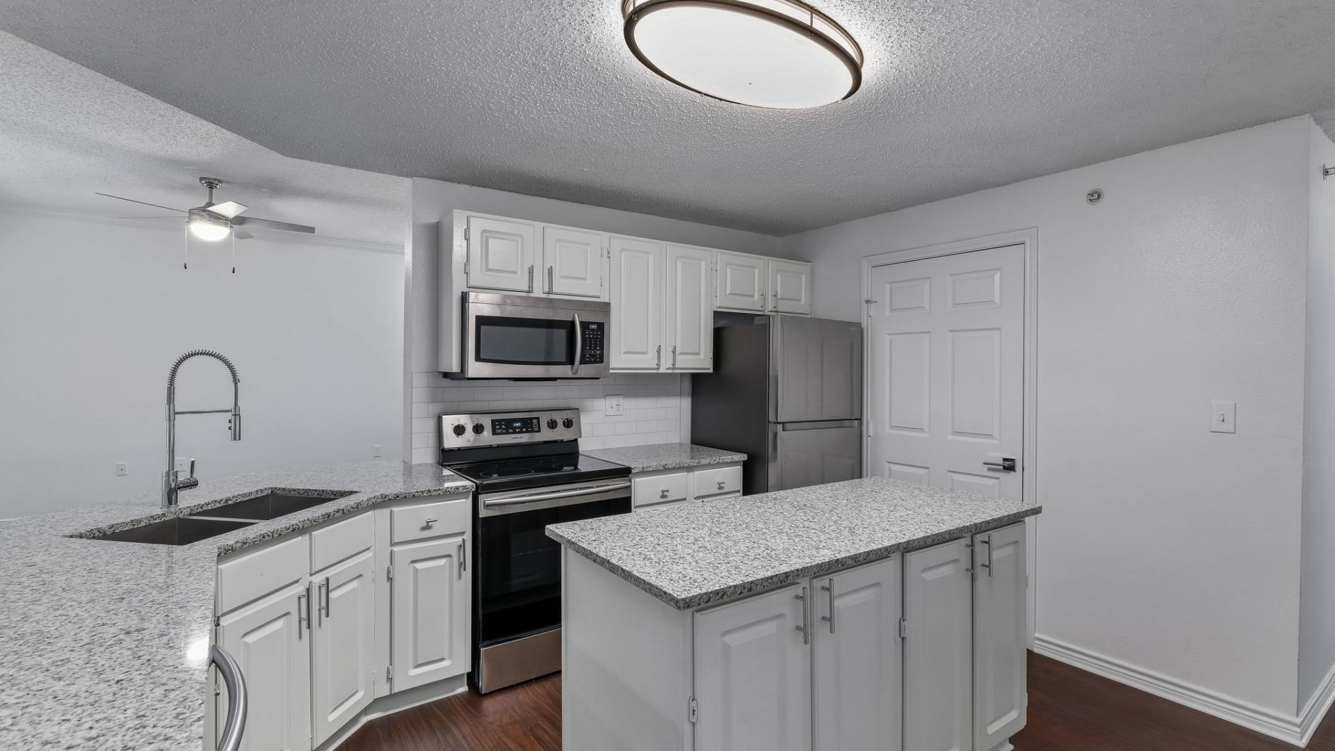 Spacious one bedroom apartments for rent in Irving, TX
