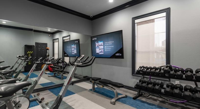 Dallas apartment complex with fitness center