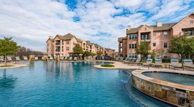 Farmers Branch apartments with swimming pool