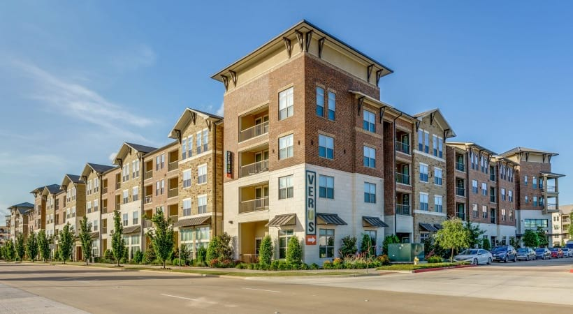 Outside Verus apartments in Frisco, TX located on Gaylord Pkwy