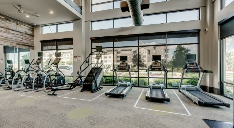 Our luxury apartment with fitness center equipped with modern exercise machines at Circa Verus Frisco