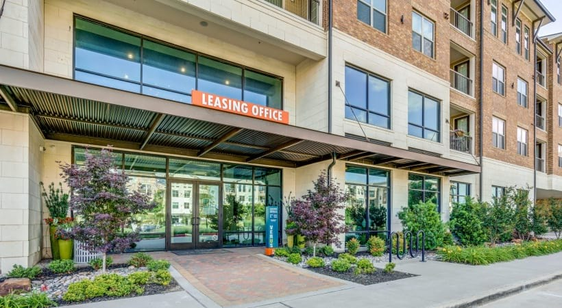 Front leasing office of Verus apartments in Frisco, TX