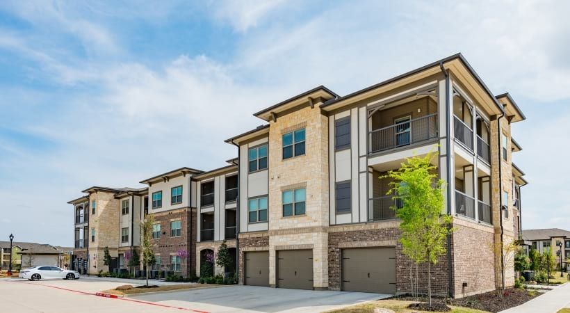 Fort Worth apartments with attached garages