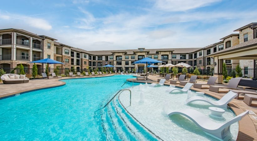 Fort Worth luxury apartment complex with swimming pool
