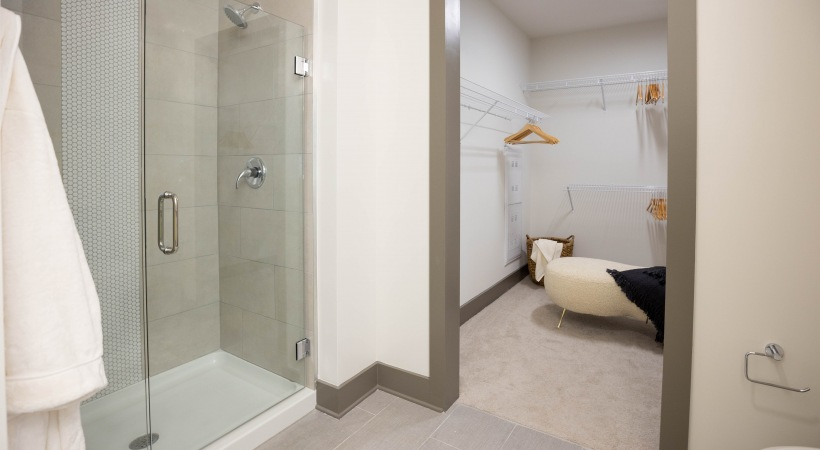 Attiva Peachtree shower with glass doors