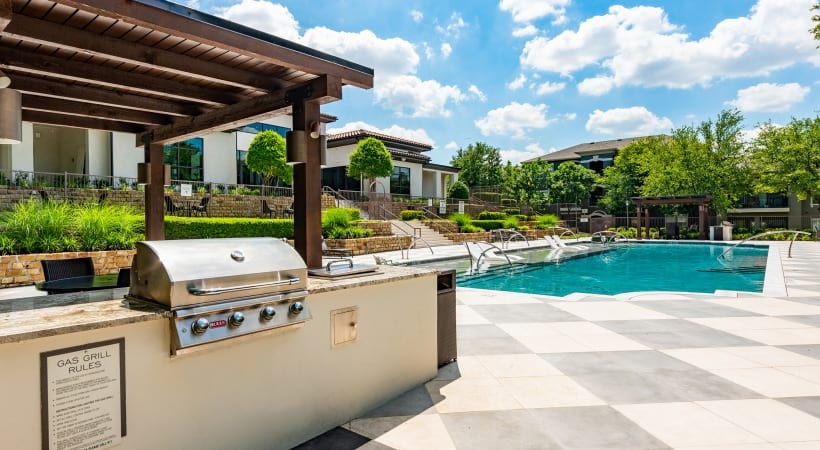 Outdoor kitchen with gas grills at Cortland Walnut Hill