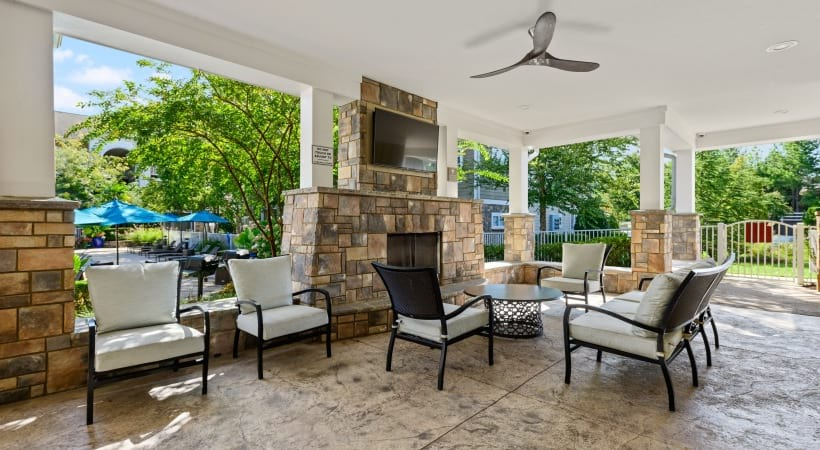 Cascades at Northlake Outdoor Resident Lounge