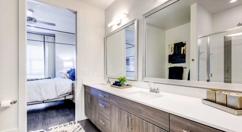 Luxury Apartment Bathroom At Cortland Lincoln Station