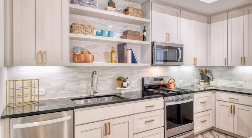 Gourmet Kitchens with Granite Countertops at Cortland Biltmore Apartments