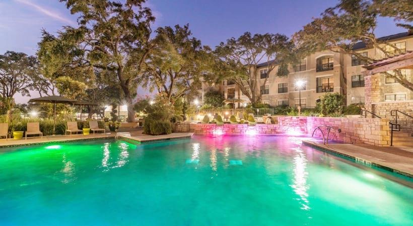 Resort-style pool at our Brackenridge Park apartments