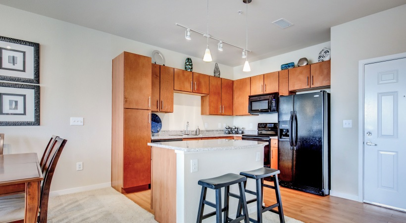 Kitchen Island with Grand Countertops