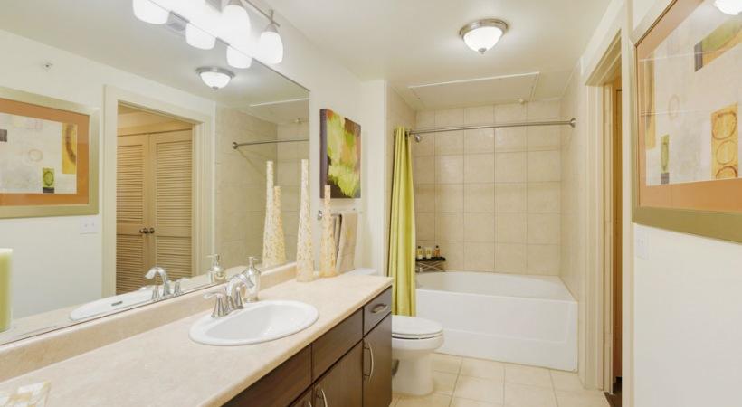 Spacious bathroom at Cortland League City