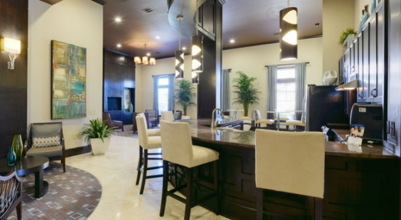 Resident lounge at apartments in League City