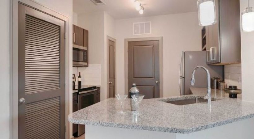 Luxury apartment kitchen at our Shadow Creek Ranch apartments