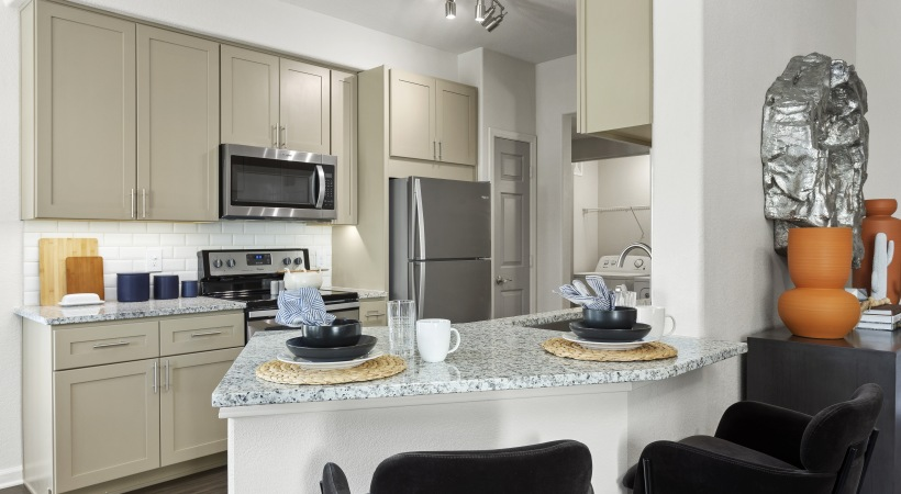 Renovated Kitchen with Granite Countertops at Cortland Red Mountain Apartments