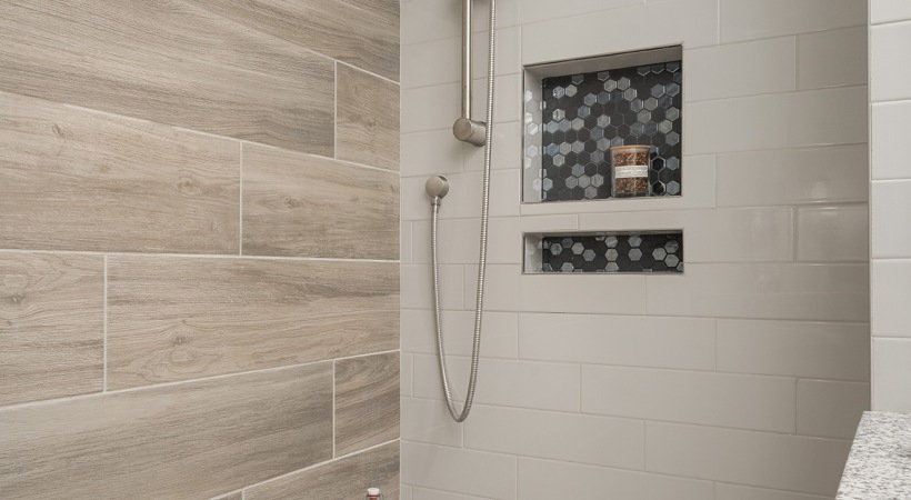 Luxury apartments with walk in showers at Cortland Biltmore