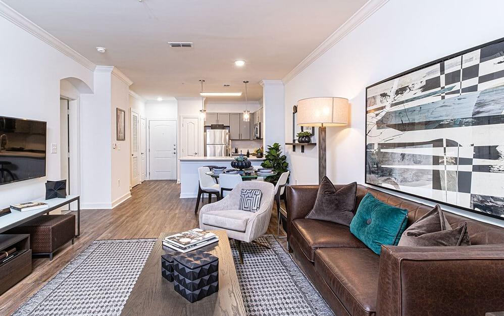Spacious Living Room   Oleander West